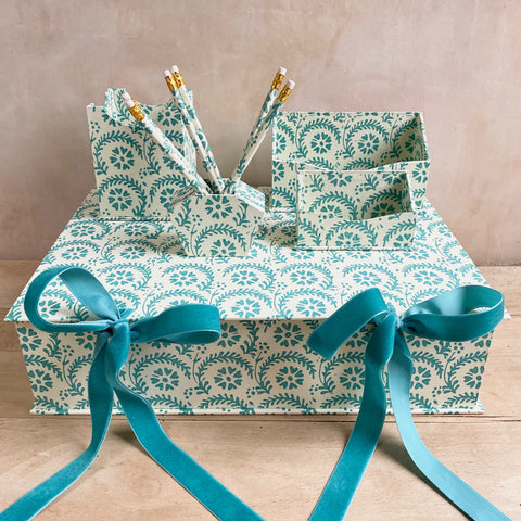 Large Double Tie Box, Teal Heart Flower