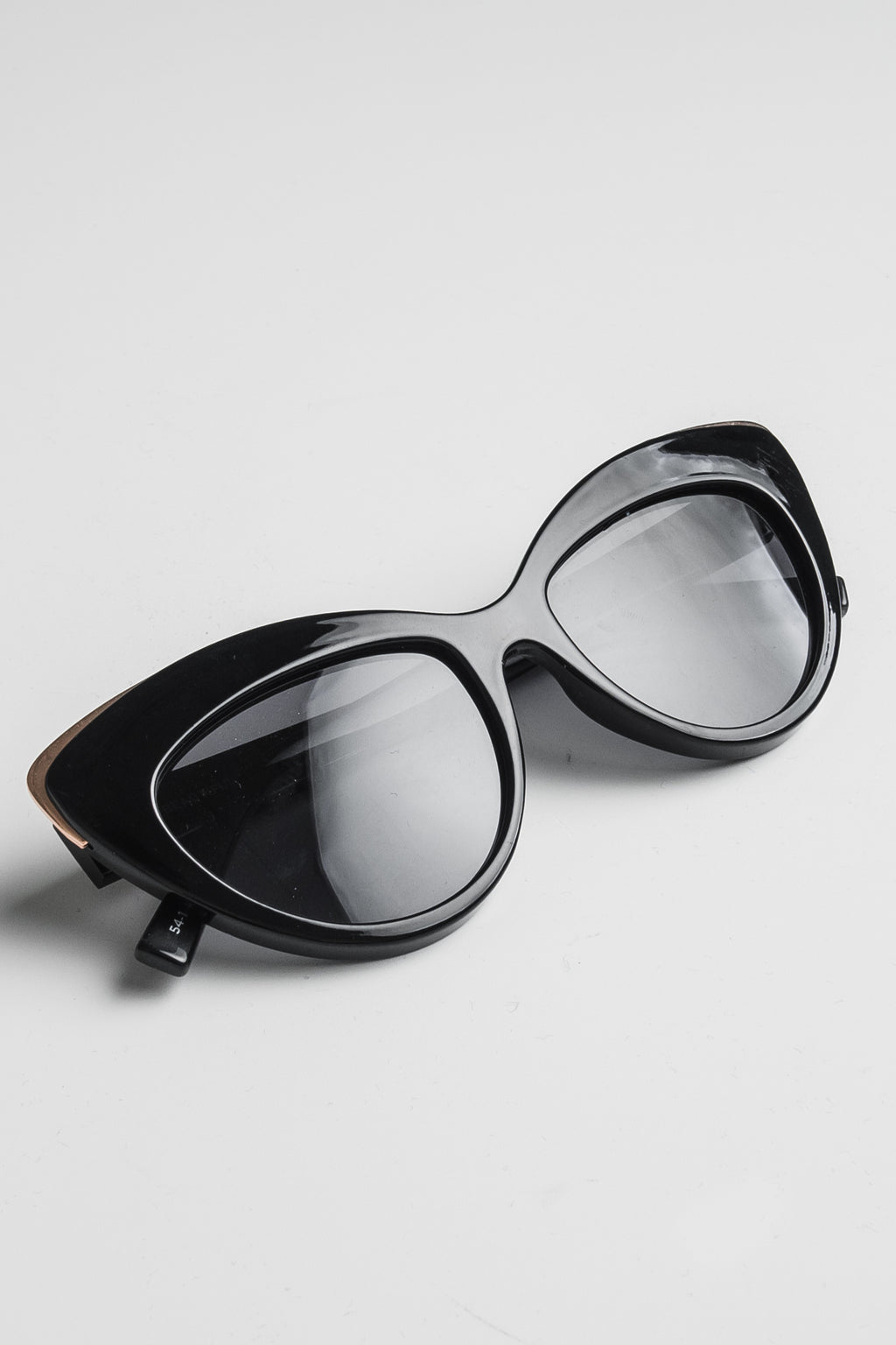 Le Specs Beautiful stranger naisten aurinkolasit - black