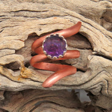 Load image into Gallery viewer, copper spiral ring. handmade