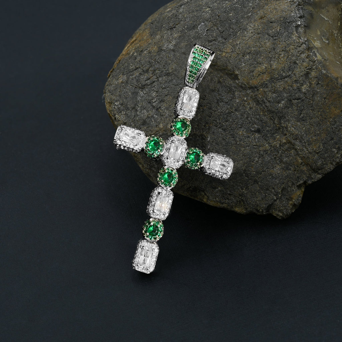 IMPULSE Cross Pendant | 9129634
