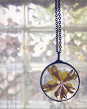 Load image into Gallery viewer, Birdsfoot Flower Necklace