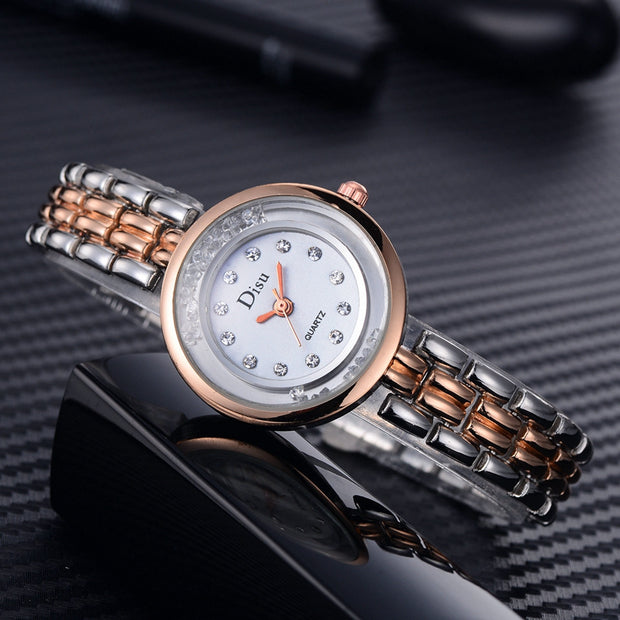 Horloges Luxury Light Luxury Lady Quartz Wristwatch Reloj Mujer Temperament Watch Clock Bracelet Set Chain Watch Birthday Gift