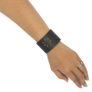 Daisy Upcycled Innertube Bracelet - The Ethical Gift Box