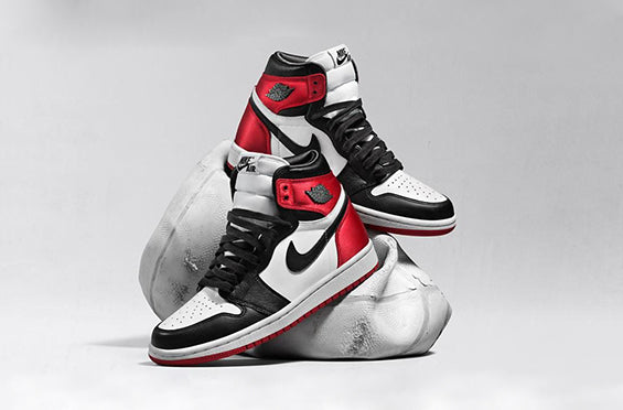 "Jordan 1 Retro High OG (W) ""Satin Black Toe"""
