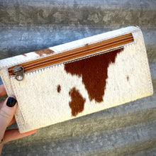 Load image into Gallery viewer, Tooled Cowhide Wallet