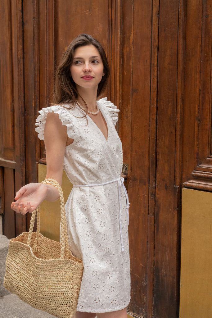 Robe en broderie anglaise à volant