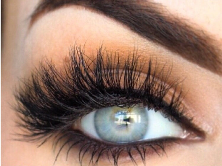 HOW TO APPLY STRIP LASHES?