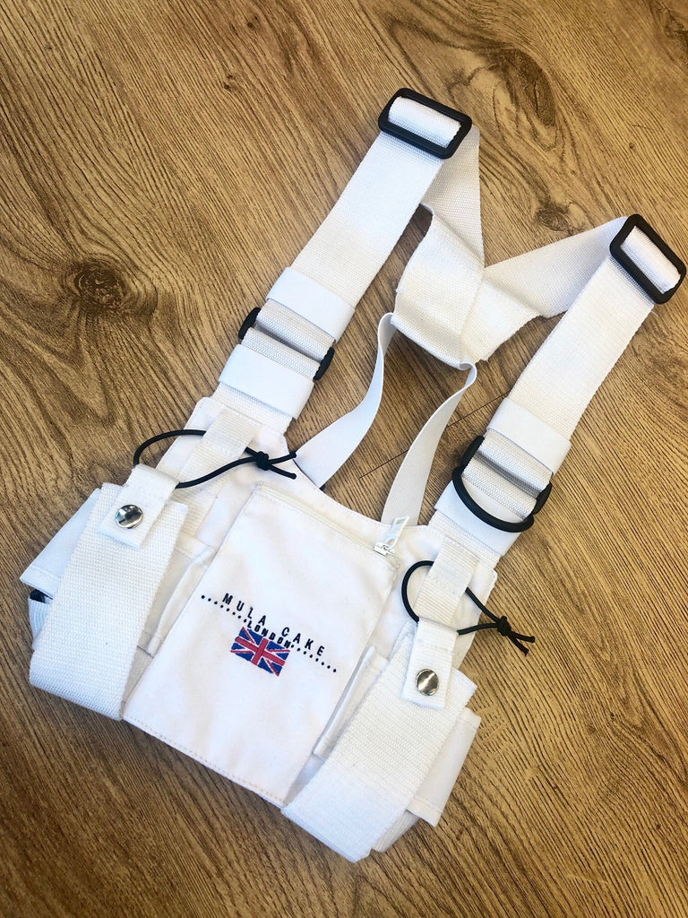 Mula Cake London chest pouch white