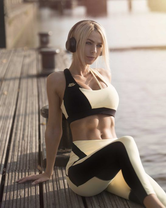 AELIA Sports Bra – Soft Yellow & Black