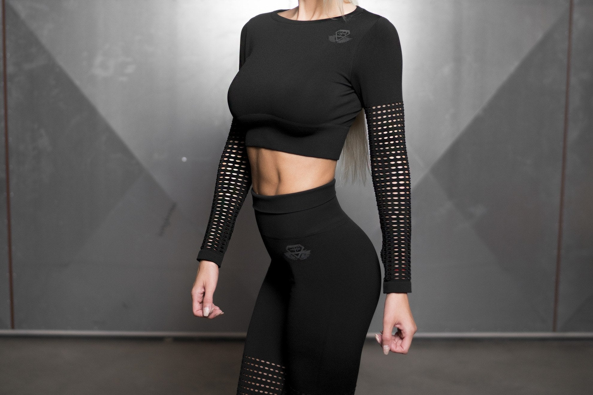 CLIO Seamless Crop Top – BLACK