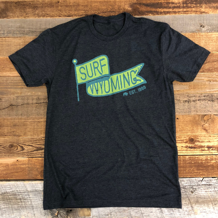 Men's SURF WYOMING® Vintage Flag Tee - Charcoal