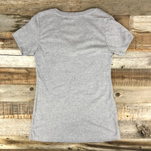 Load image into Gallery viewer, Women's Surf Wyoming® Bison AR Tee - V Neck- Heather Grey