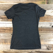 Load image into Gallery viewer, Women's YELLOWSTONE x SW COLLECTION Old Faithful Tee - Charcoal