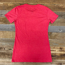 Load image into Gallery viewer, W's Soda Script Bison Tee - Campfire Red