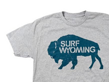 Load image into Gallery viewer, Men's SURF WYOMING® Bison Logo Tee - Heathered Grey/Deep Water Blue