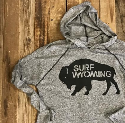 Men's SURF WYOMING® Bison Heavy Hooded Tee - Heathered Grey/Black