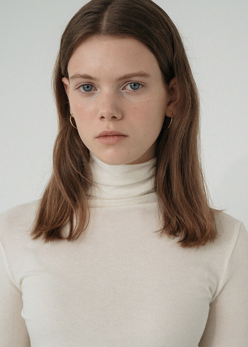 LE WOOL CUTTING TURTLENECK TOP IVORY