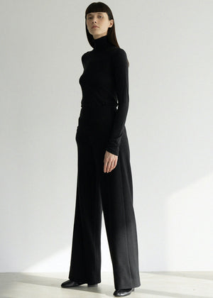 NATURAL WOOL TURTLENECK TOP BLACK