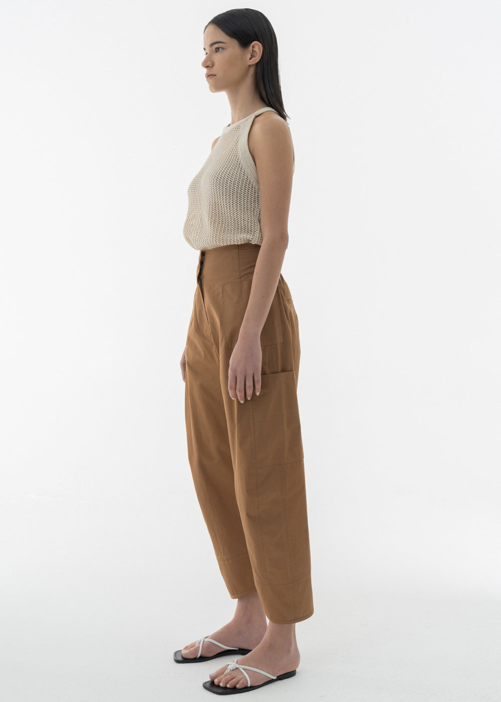 BACK BANDING ROUND FIT PANTS BROWN
