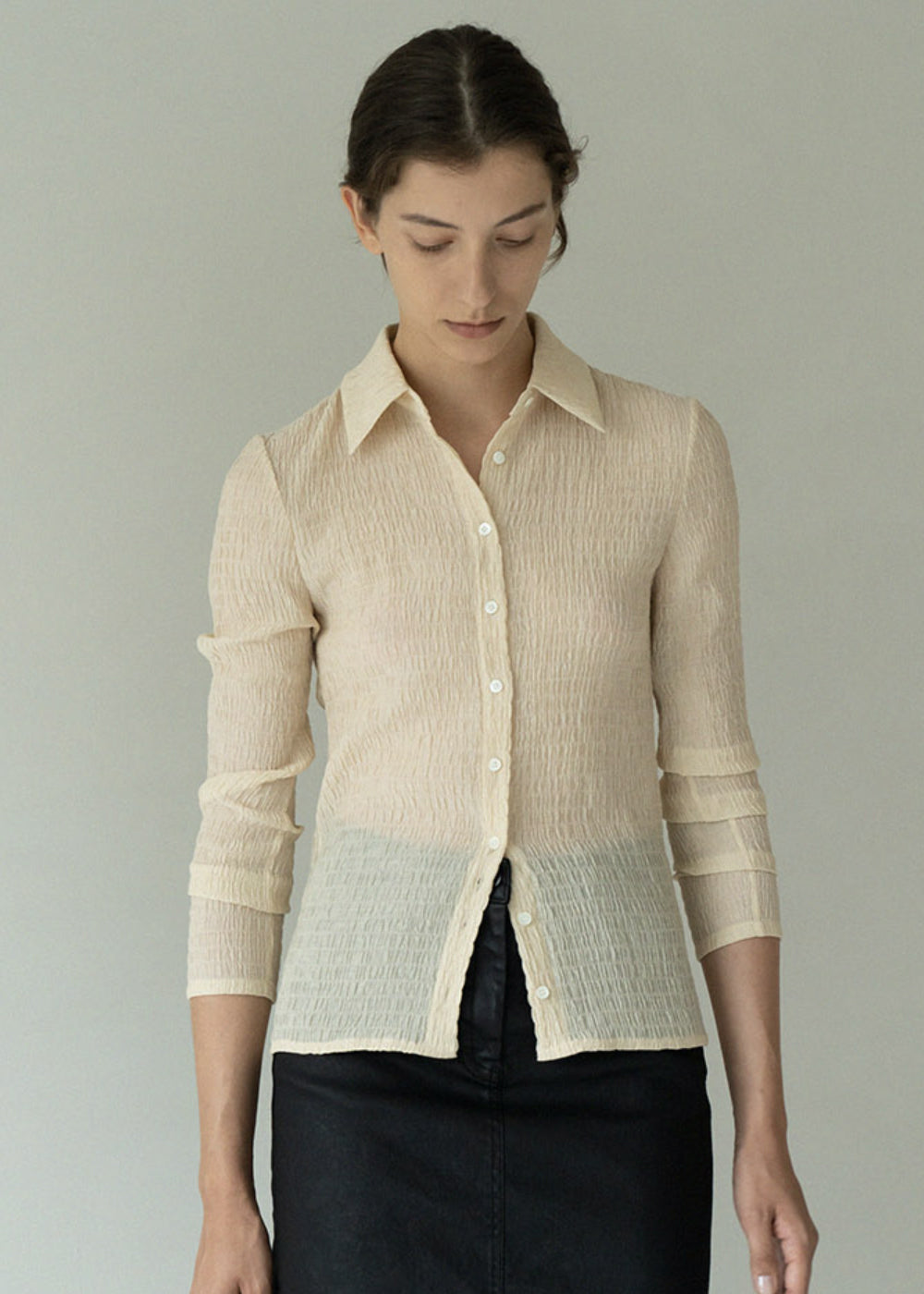 PLEATS SLIM BLOUSE LIGHT BEIGE