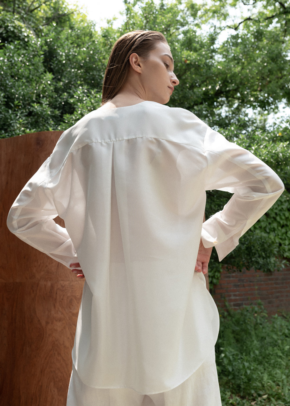 COLLARLESS SATIN SHIRT WHITE