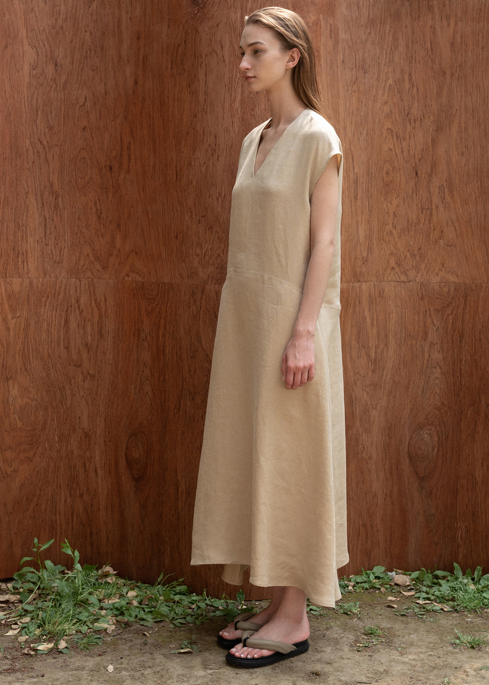 V NECK MAXI DRESS BEIGE