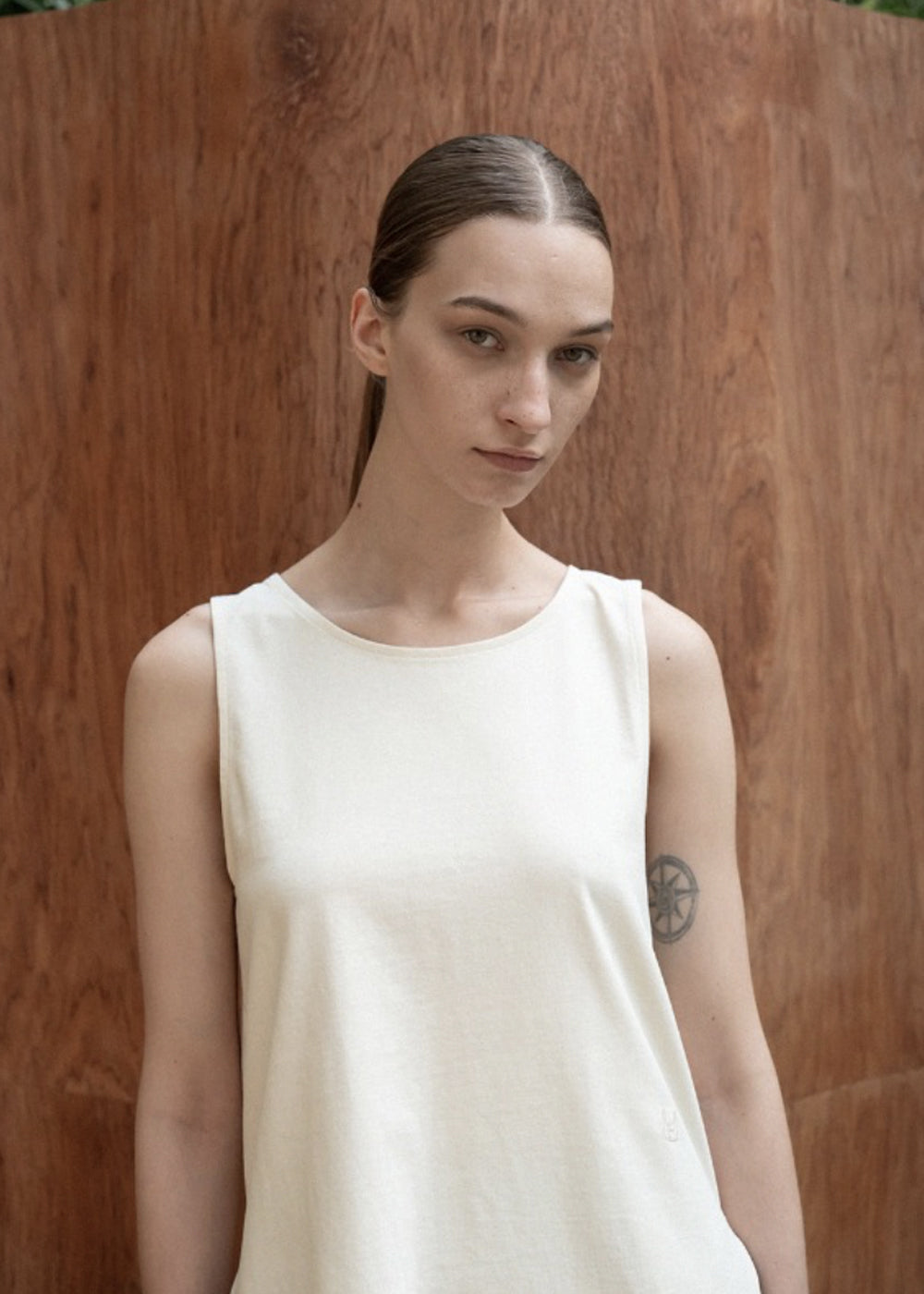 COTTON SLIT SLEEVELESS TOP CREAM