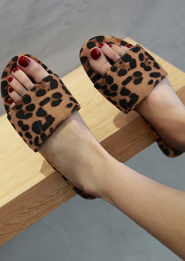 Leopard Printed Round Toe Slippers