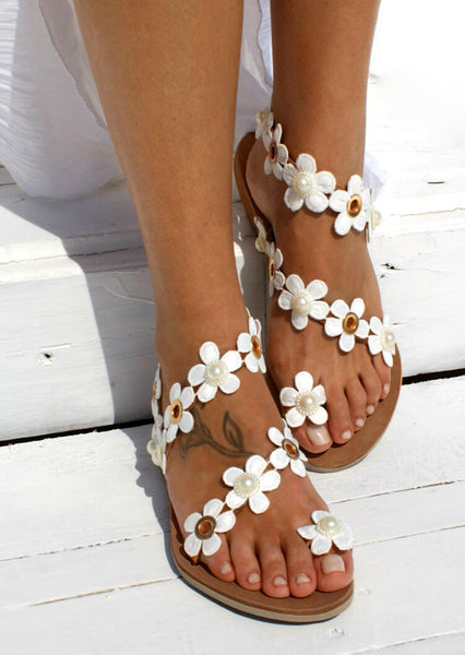 Flower Round Toe Flat Sandals - White