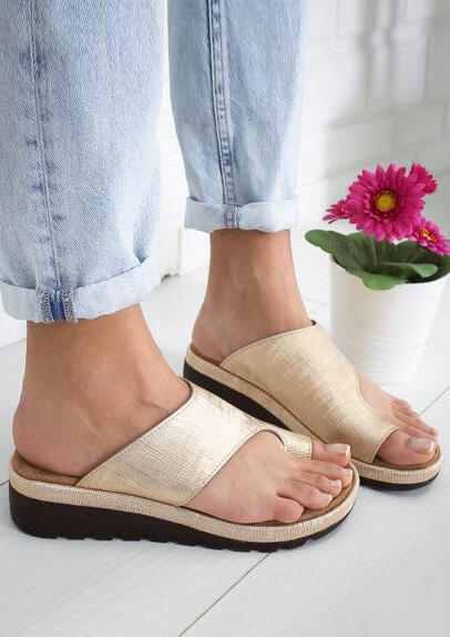 Solid Round Toe Flat Sandals - Gold