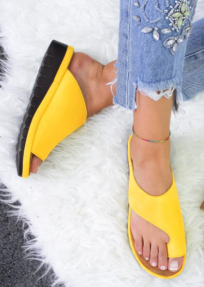 Solid Round Toe Flat Slippers - Yellow