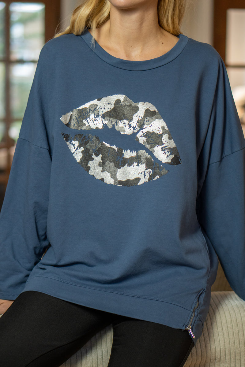 Metallic Lips Slouchy Sweatshirt in Navy