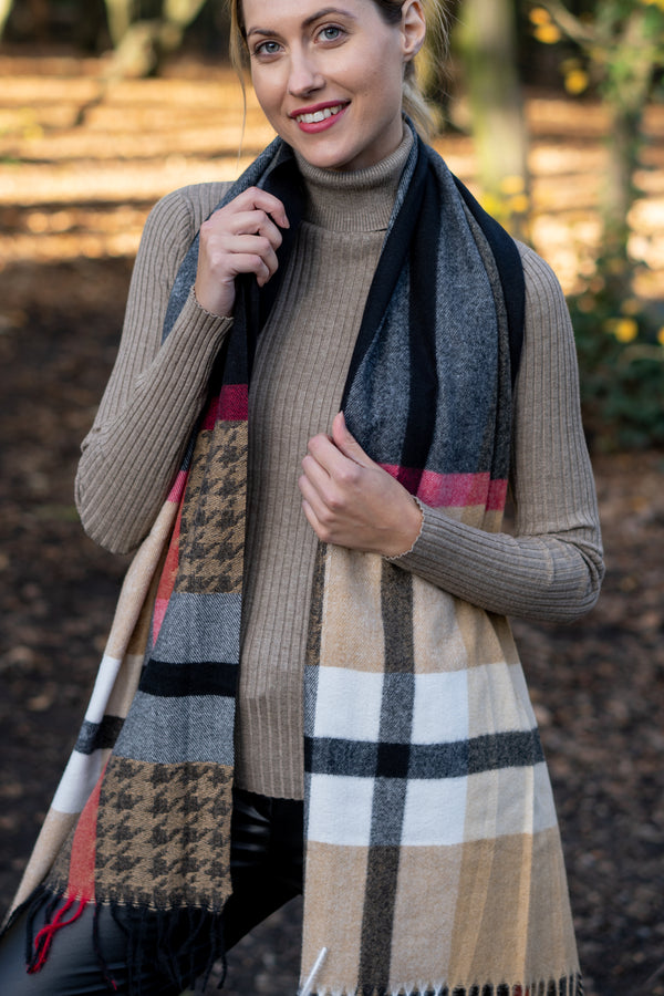 Check Houndstooth Scarf In Black/Camel Palette