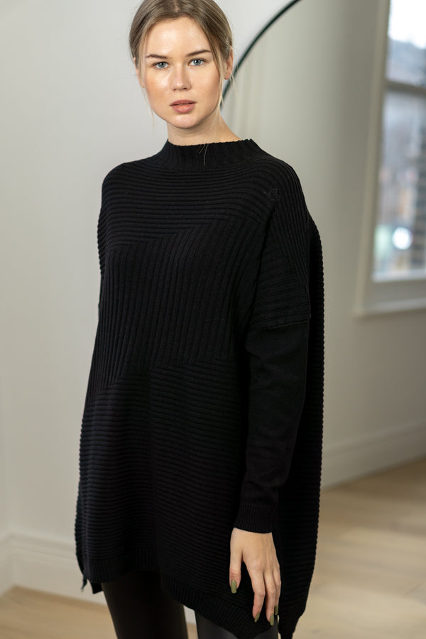 Relaxed Fit Turtleneck Jumper In Black