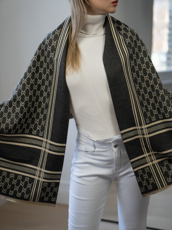 Link Printed Scarf in Dark Grey/Cream