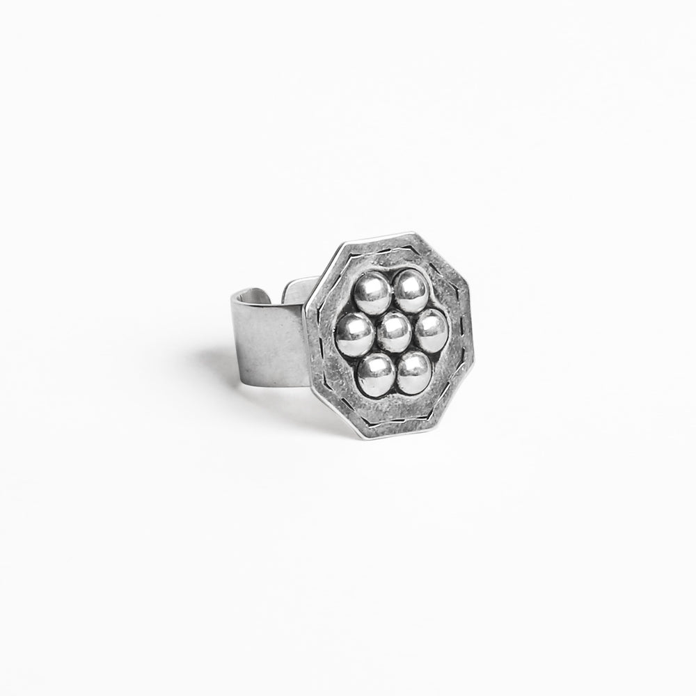 Load image into Gallery viewer, Octo studs RING