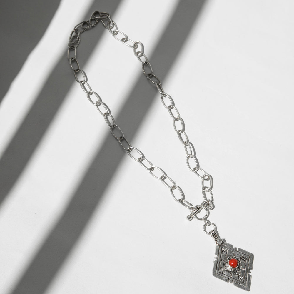 Load image into Gallery viewer, DIAMOND CORAL NECKLACE