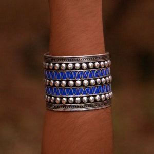 Load image into Gallery viewer, DEEP BLUE STUDS CUFF BRACELET