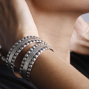 Load image into Gallery viewer, Hammered  Studs Bangle BRACELET