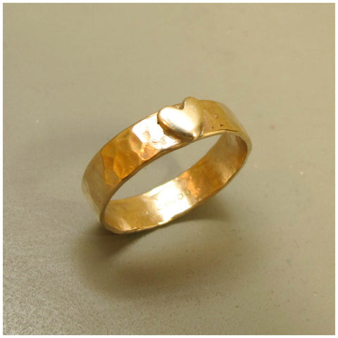 9ct gold hammered ring with gold heart