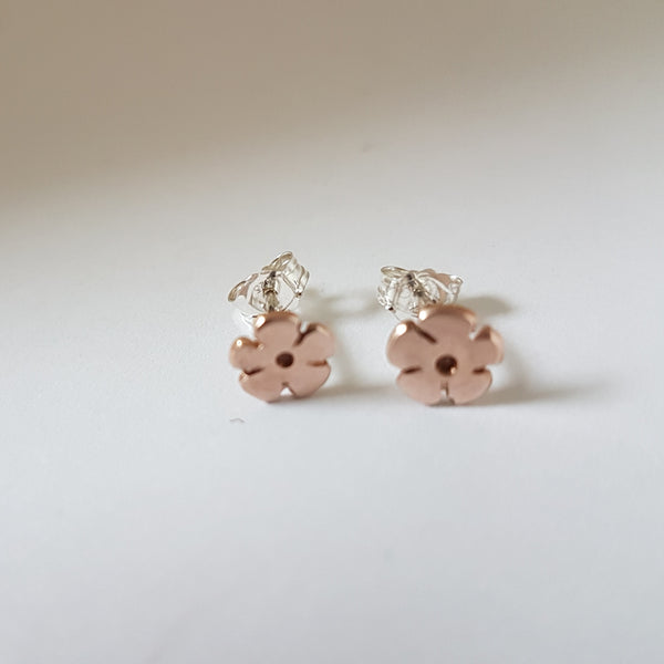 Rose gold flower stud earrings