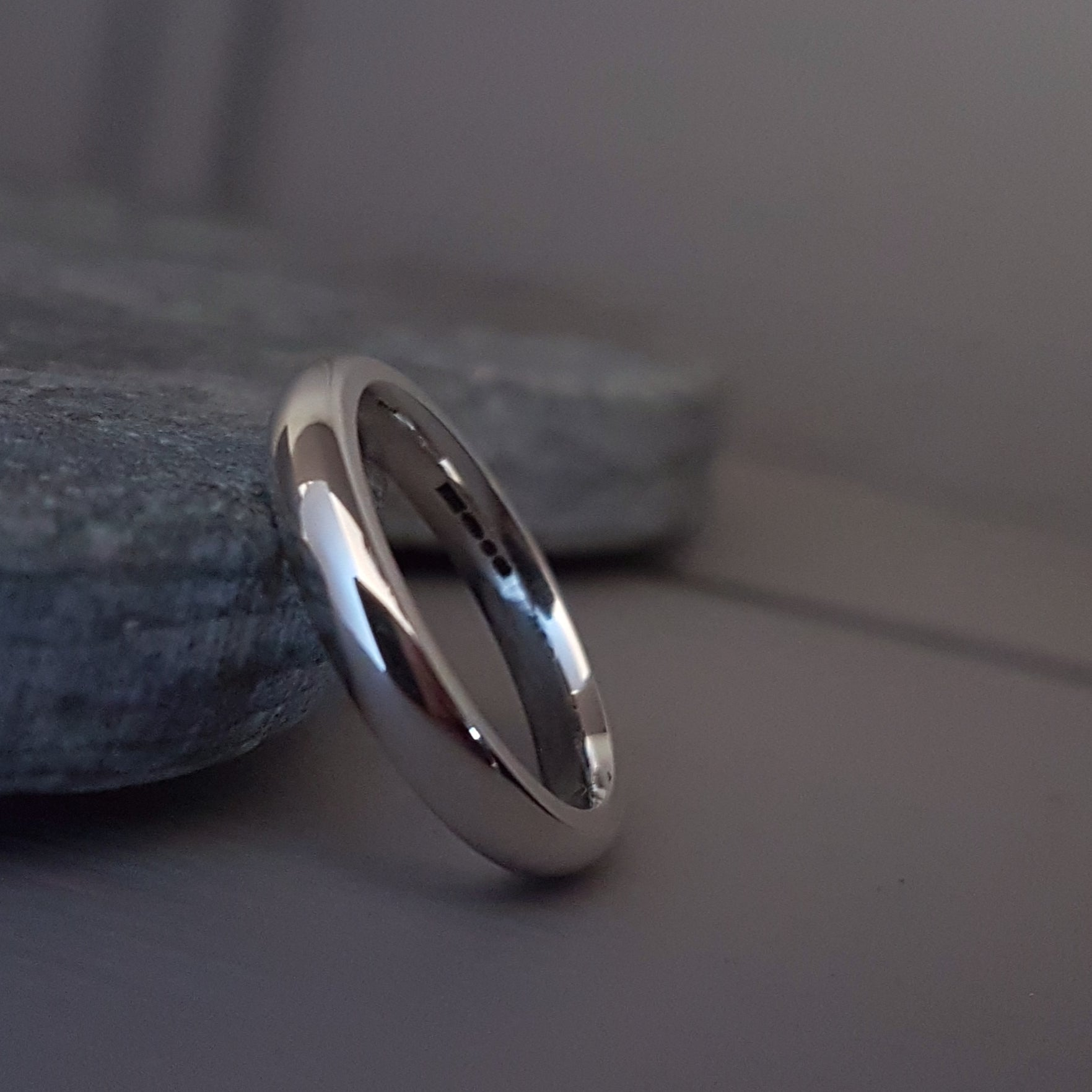 Silver court wedding ring