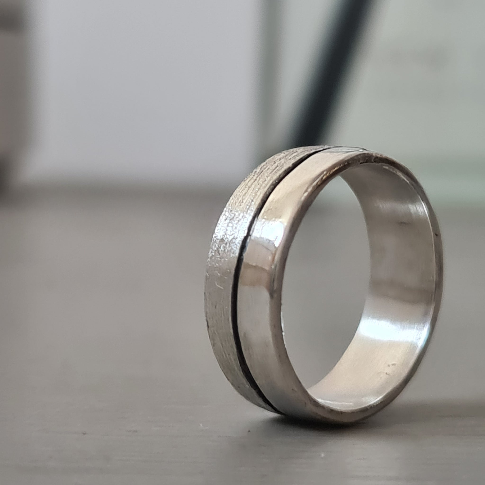 Two tone gents ring