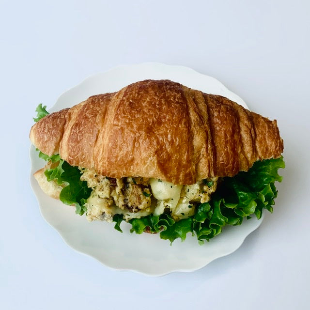 B07. Herbed Chicken and Egg Hash Croissant