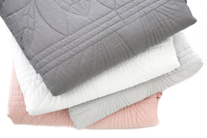 Bonne Mere Single quilt and pillow set White