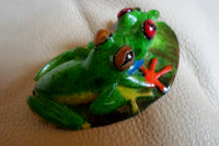 Wounaan 2 Green Tree Frog Tagua Nut Carving-Panama 20051308mm