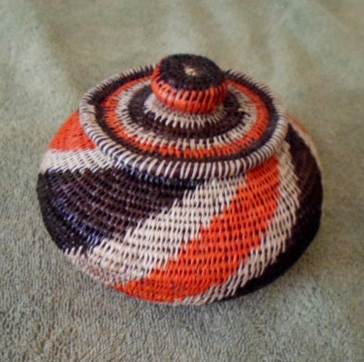 Wounaan Embera Woven Classic Design Basket w/ Top-Panama 20121653mm