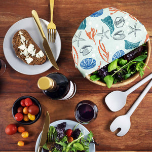 Picknic lunch with a bowl of salad wrapped in an organic cotton beeswax wrap