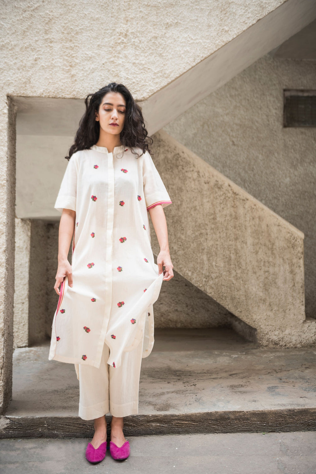 Flora waves white Pin tucks Kurta / Overlay