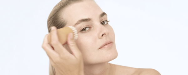 How to dry brush your face